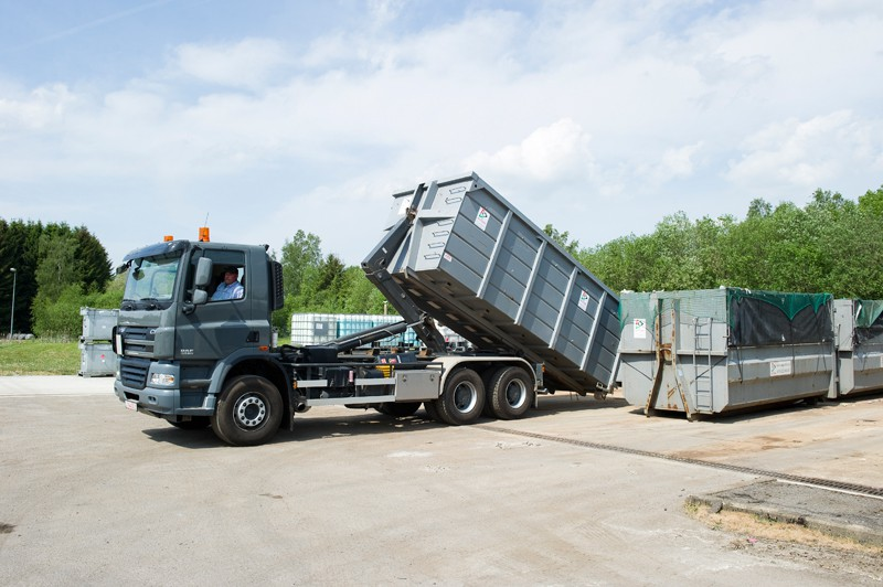Recyterre s a - Camion porte container avec grue occasion ...